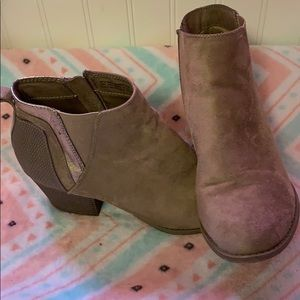 Ankle boots size 9 Faded Glory. Worn once.